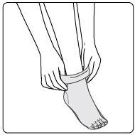 G27-02 ストッキングの履き方説明イラスト 手順2